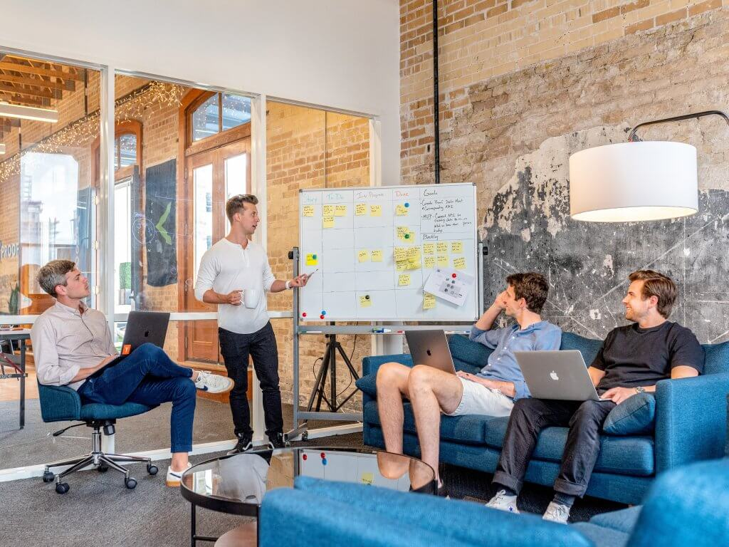 Gruppo di lavoro per creare una strategia di marketing